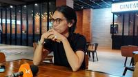 Angga Dwimas Sasongko Sutradara NKCTHI sebelum pemutaran film dalam acara nonton bareng teman netra di FX Sudirman Jakarta Pusat, Minggu (12/1/2020).