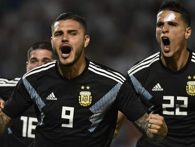 Gol debut Mauro Icardi membawa Argentina meraih kemenangan kontra Meksiko pada laga persahabatan yang berlangsung di stadion Malvinas, Rabu (21/11). Argentina menang 2-0 atas Meksiko (AFP/Andres Larrovere)