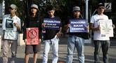 Aktivis menggelar aksi Renungan 10 Tahun Undang-Undang Narkotika di Taman Aspirasi, Monas, Jakarta, Selasa (25/6/2019). Aksi yang dihadiri oleh keluarga korban UU Narkotika tersebut menuntut pemerintah segera merevisi Undang-Undang No.35 Tahun 2009 tentang Narkotika. (merdeka.com/Iqbal S Nugroho)