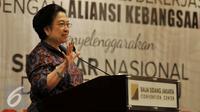 Presiden kelima Indonesia Megawati Soekarnoputri memberikan pidato politiknya saat hadir dalam seminar nasional dan bedah buku Revolusi Pancasila di JCC, Jakarta, Selasa (27/10). (Liputan6.com/Johan Tallo)