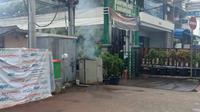 Gardu listrik di Jalan Fatmawati, Jakarta Selatan terbakar. (foto: @TMCPoldaMetro)