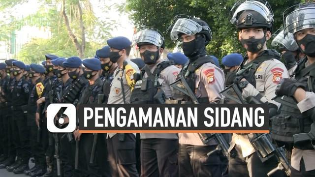 Sidang putusan kasus Rizieq Shihab akan digelar hari Kamis (27/5) di Pengadilan Negeri Jakarta Timur. Sejak pagi ribuan personel keamanan sudah bersiaga untuk mengamankan jalannya sidang.