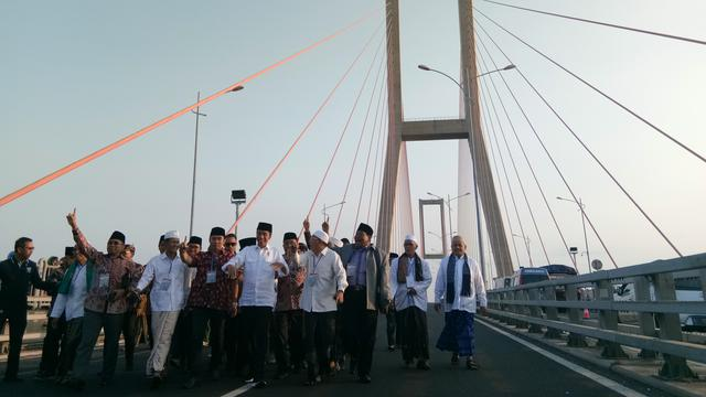 Jokowi gratiskan tarif Tol Jembatan Suramadu.