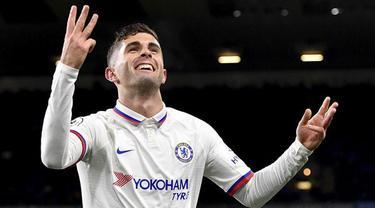 Christian Pulisic pernah melakukan hat-trick sempurna pada musim debutnya di Liga Inggris bersama Chelsea. Ia mencetak gol menggunakan kaki kanan, kaki kiri, dan kepalanya ketika mengalahkan Burnley 4-2 pada Oktober 2019 silam. (Foto: PA via AP/Anthony Devlin)