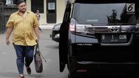Desainer dan pembawa acara, Ivan Gunawan menyambangi Polres Metro Jakarta Barat, Kamis (17/1). Ivan Gunawan memenuhi panggilan polisi sebagai saksi dalam kasus narkoba yang menjerat asistennya berinisial AJA. (Muhammad Akrom Sukarya/Kapan Lagi)