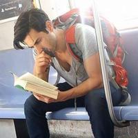 Coba deh kamu tengok 15 pria yang tengah membaca buku ini, dijamin pasti langsung naksir.