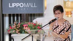 Direktur Lippo Mall Puri, Rita Yovita memberi sambutan pada pembukaan gerai layanan paspor pertama se-Indonesia di Lippo Mall Puri, Jakarta, Selasa (16/10). Pembukaan Gerai sebagai bentuk komitmen dalam mendukung pemerintah. (Merdeka.com/Arie Basuki)