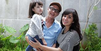 Ussy Sulistiawati kini tengah mengandung anak keempatnya. Kini, usia kandungan yang memasuki usia enam bulan. Ia juga sedang menikmati masa kehamilannya kali ini. (Bambang E. Ros/Bintang.com)