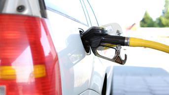 Cara Hilangkan Bau Bensin di Kabin Mobil dengan Bahan Rumahan