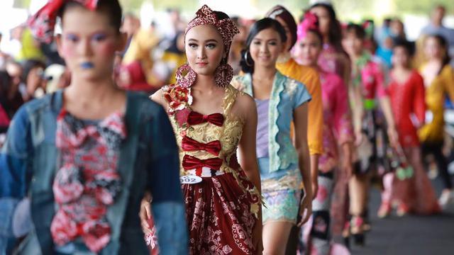 Kartini Masa Kini Berkompetisi Di Festival Kebaya Banyuwangi