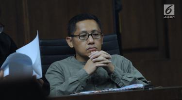 Mantan politisi Partai Demokrat, Anas Urbaningrum saat mengikuti sidang lanjutan pengajuan Peninjauan Kembali (PK) kasus korupsi dan pencucian uang proyek P3SON Hambalang di Pengadilan Tipikor, Jakarta, Jumat (8/6). (Liputan6.com/Helmi Fithriansyah)