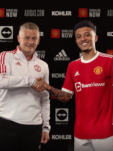 Jadon Sancho resmi bergabung dengan Manchester United.