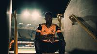 Nelson Semedo resmi diperkenalkan oleh Wolverhampton Wanderers di Molineux Stadium (Dok. Twitter @Wolves)