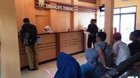 Layanan dokumen kependudukan di Kantor Dindukcapil Kabupaten Rembang berhenti. Alasan awal server error lalu berubah tinta habis. (foto: Liputan6.com/suaramerdeka.com/Ilyas al-Musthofa)