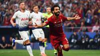 Penyerang Liverpool, Mohamed Salah melakukan selebrasi usai mencetak gol ke gawang Tottenham Hotspur, pada final Liga Champions 2018-2019, Minggu (2/6/2019).  (AFP / Gabriel Bouys)