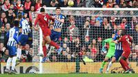 Virgil van Dijk mencetak gol untuk Liverpool ke gawang Brighton. (AFP/Paul Ellis)