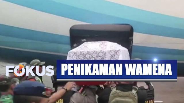 Deri Datu Padang, buruh bangunan yang tewas ditikam orang tak dikenal di Wamena, Papua, telah dipulangkan ke Makassar untuk dimakamkan.