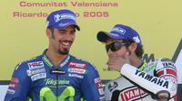 Marco Melandri (kiri) jadi rival terbesar Valentino Rossi pada MotoGP 2005. (AFP/Javier Soriano)