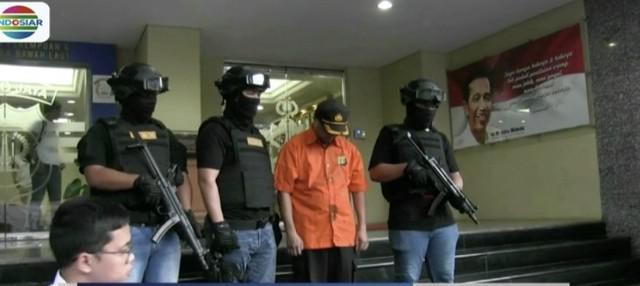 Polda Metro Jaya tangkap seorang asisten pribadi kapolri gadungan yang kerap peras warga.
