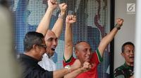 Ketua Umum PSSI, Edy Rahmayadi (kaos merah) saat nonton bareng laga Timnas U-19 melawan Brunei pada fase grup Piala AFF U-18 jelang pelepasan di Lapangan Atang Sutresna, Jakarta, Rabu (13/9). (Liputan6.com/Helmi Fithriansyah)