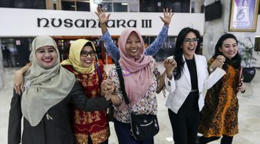 Wajah Semringah Baiq Nuril Usai Putusan Rapat Bamus DPR