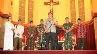 Forkominda Jatim kunjungi Gereja Bethany (Liputan6.com / Dian Kurniawan)