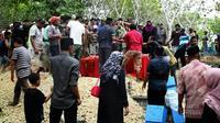 Pemakaman jenazah mantan Kapolsek Karangsembung, Kebumen, Jawa Tengah. (Liputan6.com/Felek Wahyu)