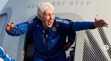 Sosok Wally Funk, Nenek 82 Tahun yang Ikut Jeff Bezos ke Luar Angkasa