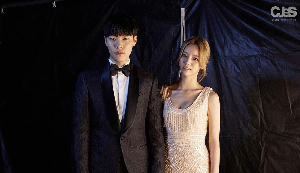 Ryu Jun Yeol dan Hyeri terlihat begitu memukau saat mengenakan busana formal. (Foto: koreaboo.com)