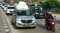 Kepadatan lalulintas mudik di Karawang, Jawa barat di H-2 (Abramena/Liputan6.com)