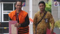 Tersangka penyuap Bupati Bengkayang, Suryadman Gidot, Rodi tiba untuk menjalani pemeriksaan di Gedung KPK, Jakarta, Jumat (18/10/2019). Rodi diperiksa untuk melengkapi berkas dalam kasus dugaan suap proyek Pemerintah Kabupaten Bengkayang, Kalimantan Barat Tahun 2019. (merdeka.com/Dwi Narwoko)