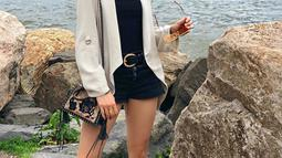 Sebagai model, Cinta Laura kerap kali mengunggah hasil pemotretannya ke Instagram. Aktris berdarah Jerman ini sangat percaya diri memamerkan bentuk tubuhnya yang langsing dan seksi. (Liputan6.com/IG/claurakiehl)