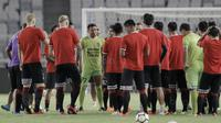 Para pemain Bali United menggelar latihan jelang laga final Piala Presiden 2018 di SUGBK, Jakarta, Jumat (16/2/2018). Bali United akan berhadapan dengan Persija, (Bola.com/M Iqbal Ichsan)