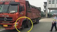 Melaju Tanpa Roda Depan, Sopir Truk Ceroboh Ini Ditilang Polisi. Foto : UPI