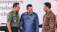 (ki-ka) Panglima TNI Gatot Nurmantyo, Kepala Badan Narkotika Nasional (BNN), Komjen Pol Budi Waseso, Menko Polhukam Wiranto  berbincang dalam puncak peringatan HANI, Jakarta, Kamis (13/7). (Liputan6.com/Faizal Fanani)