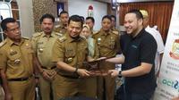Walikota Makassar Iqbal Samad Suhaeb bersama Direktur Utama PT. Daur Ulang Industri Terpadu Andi Moehammad Ichsan. Dok: Istimewa