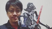 Is Yuniarto, ilustrator dan komikus asal Surabaya ini sejak SD sudah menyukai komik hingga namanya harum di luar negeri (dok.Instagram/@is.yuniarto/https://www.instagram.com/p/BvF_v7ZAQef/Komarudin)