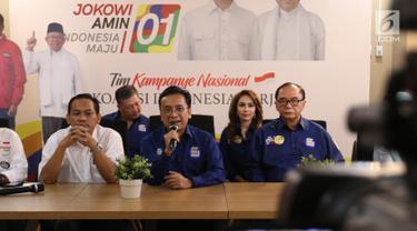 Ketua Alumni Trisakti untuk Jokowi Muhanto Hatta memberi paparan dalam focus group discussion (FGD) Tragedi Mei 98 di Jakarta, Jumat (8/2). FGD menceritakan fakta-fakta yang terjadi dalam tragedi 12 Mei 98. (Liputan6.com/Angga Yuniar)