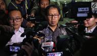 Plt Ketua Umum PSSI Joko Driyono memberi keterangan pers usai diperiksa di Mapolda Metro Jaya, Jakarta, Kamis (24/1). Joko Driyono diperiksa oleh penyidik Satgas Antimafia Bola Polri selama 11 jam.(Kedaiwebsite.id)