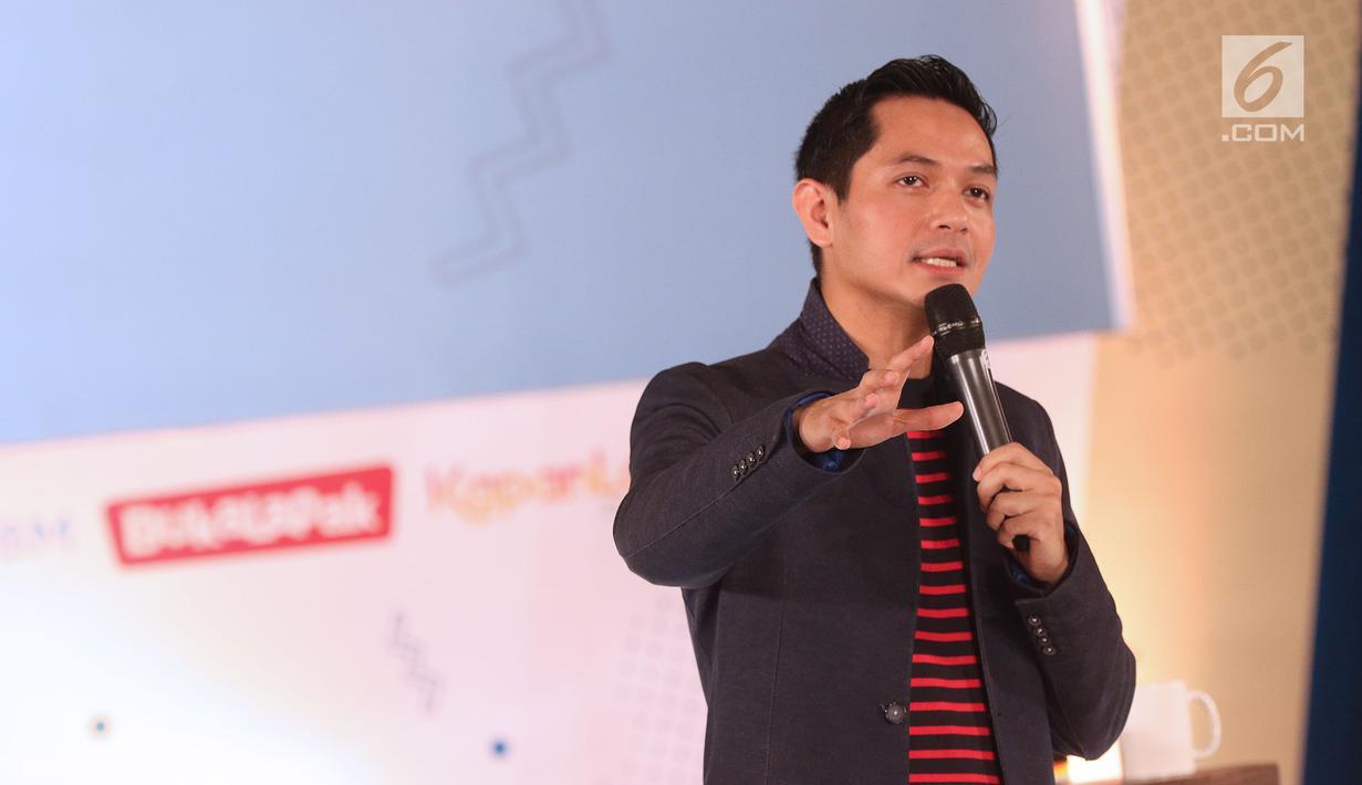 Creative dan Aktor, Dude Harlino berbagi inspirasi peluang bisnis kepada peserta EGTC 2018 Bandung di Graha Sanusi Hardjadinata, Universitas Padjajdaran, Bandung, Kamis (6/12). Dude juga memberi tips menjalankan bisnis. (Liputan6.com/Helmi Fithriansyah)