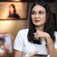 Selain sibuk dengan kegiatannya menjalani syuting dan bisnis fesyen, Luna Maya juga sedang membuka gerai baru bidang kuliner. Luna membuka gerai keempat toko kuenya. (Adrian Putra/Bintang.com)