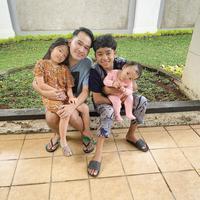 Pemerintah Indonesia kini tengah menyiapkan wacana 'New Normal', termasuk dalam kegiatan sekolah. Menanggapi hal ini Ruben Onsu sebagai orang tua mengaku masih ragu, mengingat kondisinya masih seperti sekarang ini. (Instagram/ruben_onsu)