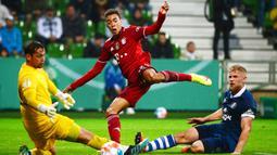 Tampil dengan mayoritas pemain lapis kedua, skuad asuhan Julian Nagelsmann tetap tampil dominan dengan 72 persen penguasaan bola, serta melepaskan 26 tembakan, 19 diantaranya mengarah ke gawang Bremer. (Foto: AFP/Patrik Stollarz)