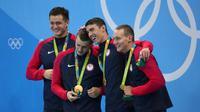 Perenang AS, Michael Phelps, meraih medali emas Olimpiade ke-19 dari nomor estafet 4 x 100 meter gaya bebas putra Olimpiade Rio de Janeiro 2016, Minggu (7/8/2016). (Twitter)