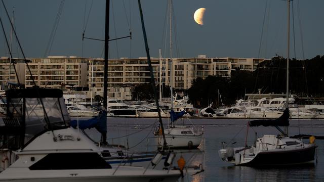 Gerhana Bulan dari Berbagai Negara
