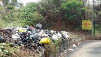 Tumpukan sampah di tempat larangan membuang sampah d Bandung (Foto: Ayu Fitra Nariswari)