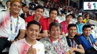 Tim ganda putra pelatnas Cipayung bulutangkis memberi dukungan atlet-atlet Indonesia yang tampil pada Asian Para Games 2018 di Istora Senayan, Kamis (11/10/2018). (PBSI)