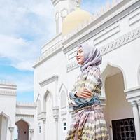 Agenda yang padat memang selalu mengikuti kehidupan Dian Pelangi, meskipun begitu Dian Pelangi tetap menyempatkan waktu untuk terus berbagi dengan mereka yang membutuhkan di bulan Ramadhan ini. (Instagram/dianpelangi)