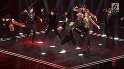Aksi panggung NCT 127  di Indonesian Television Awards (ITA) 2019, Jakarta, Selasa (24/9/2019). NCT 127 merupakan sub-unit kedua dari grup vokal pria Korea Selatan, NCT. yang berbasis di Seoul. Memulai debut pada 7 juli 2016 dengan mini album pertama NCT#127. (Fimela.com/Bambang E. Ros)