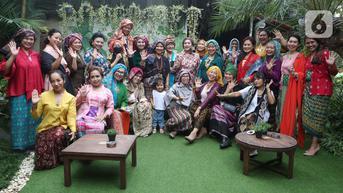 FOTO: Merayakan Hari Batik dengan Tengkuluk